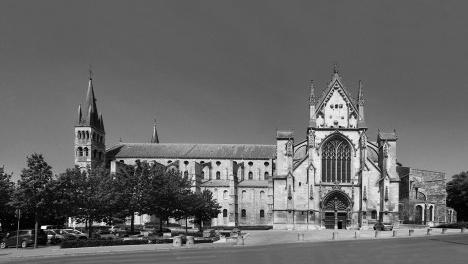 Abadia de San Remi, em Reims, FrançaFotomontagem Victor Hugo Mori, 2014