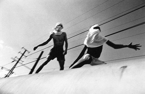 Surfistas de tremFoto Rogério Reis  [Ilustração do prólogo do livro]