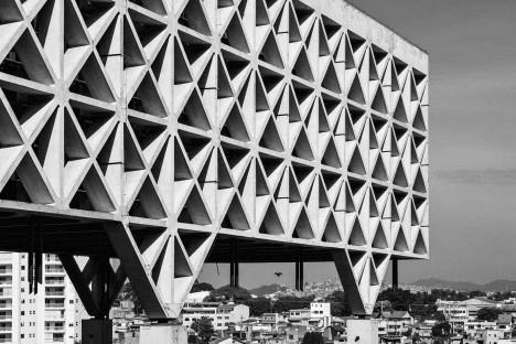 Sede Administrativa da Companhia de Processamento de Dados do Estado de São Paulo – Prodesp, Taboão da Serra, 1975. Arquitetos Pedro Paulo de Melo Saraiva e Setsuo KamadaFoto Nelson Kon