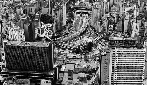 """Vista aérea de São PauloFoto Nelson Kon  [livro """"São Paulo, uma biografia""""]"""