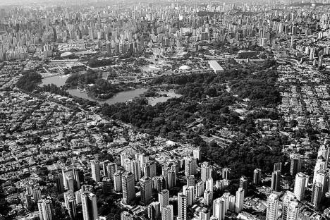Parque Ibirapuera, São Paulo SP Brasil, 1954. Paisagismo Otávio Augusto Teixeira Mendes e Roberto Burle MarxFoto Fernando Stankuns  [Wikimedia Commons]