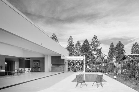Residência FJR, Marília SP Brasil, 2018. Arquitetos Alfredo Ramos e Silvia Siscar/ Trí ArquiteturaFoto Pedro Kok