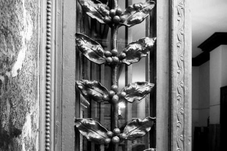 Portão decorado com ramos de café, centro de São PauloFoto Michel Gorski