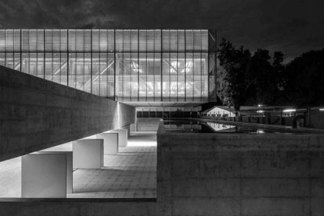 Nova sede da Confederação Nacional de Municípios – CNM, Brasília DF, 2016. Arquitetos Luís Eduardo Loiola e Maria Cristina Motta / Mira ArquitetosFoto Leonardo Finotti