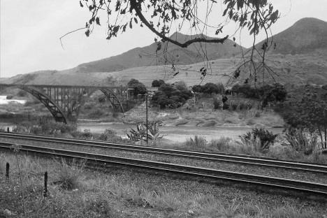 A ponte inacabada de Itapina ESFoto Erick Coser  [Wikimedia Commons]