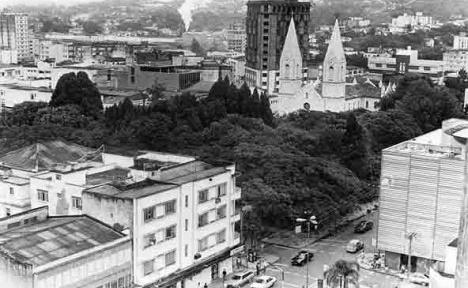 Vista geral da praça e seu entornoFoto divulgação  [Arquivo Histórico Pedro Milanez, Criciúma SC]