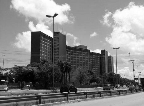 Edifício da Sudene, Recife PE, 1974. Arquitetos Maurício Castro, Paulo Roberto Silva, Pierre Reithler e Ricardo Couceiro. Paisagismo Roberto Burle Marx Foto Ruskin Freitas, 2019