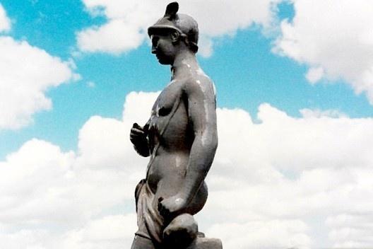 <i>Mercúrio</i>, detalhe de escultura cerâmica da Fábrica das Devesas, em Ouro Preto, Brasil  [Arquivo fotográfico Museu Nacional do Azulejo]