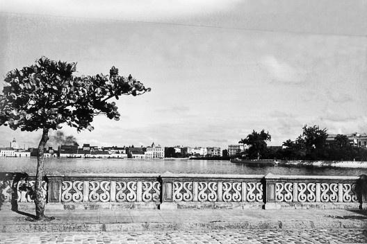 Balaustrada à rua da Aurora, Recife PE, 1942<br />Foto Benicio Whatley Dias  [Fundaj, ME]