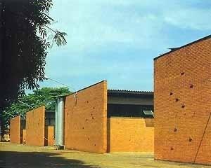 Galpões do Escritório regional da CESP, Limeira SP <br />Foto Nelson Kon  [Arquitetura na CESP – Companhia Energética de São Paulo, Nina Maria Jamra Tsukumo (org), S]