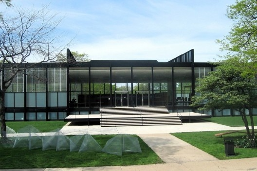Figura 2 – Mies van der Rohe, Crown Hall, Illinois Institute of Technology, Chicago, 1950-56<br />Foto Jeremy Atherton  [Wikimedia Commons]