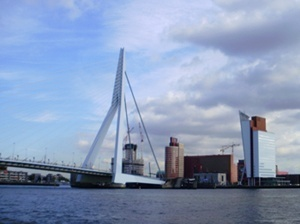 Erasmus Bridge, architect Ben van Berkel, and KPN Telecom Building, architect Renzo Piano, Rotterdan<br />Foto: Abilio Guerra