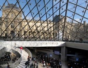 Louvre Pyramide, architect I. M. Pei , Paris<br />Foto: Victor Hugo Mori