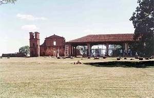 Ruínas da Igreja das Missões e Museu de Lucio Costa<br />Foto Ricardo Rocha