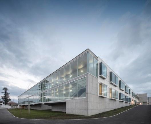 Escola Gaspar Frutuoso, Ribeira Grande, ilha de São Miguel, Açores, Portugal, arquiteto Carlos Almeida Marques<br />Foto Fernando Guerra