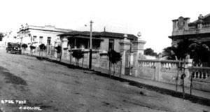 Rua Sete de Setembro e seus casarões ecléticos isolados no lote [193-?] [Museu Histórico de Campina Grande]