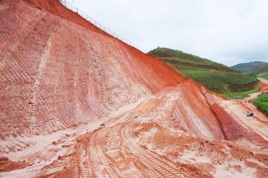 Implantação do mineroduto Minas-Rio. Trecho próximo a Ponte Nova MG<br />Foto Álvaro Rodrigues dos Santos