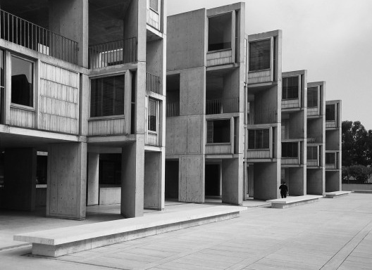 Instituto Salk, La Jolla, 1959-65. Louis Kahn<br />Foto Chris Yunker  [Wikimedia Commons]