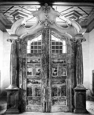 Paravento original em madeira almofadada perdido no incêndio, onde estavam, representadas cenas pagãs