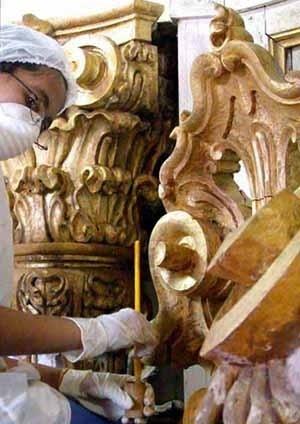 Restauração do altar-mór (detalhe do douramento)