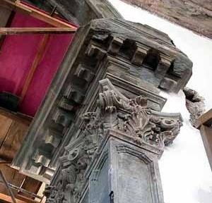 Detalhe do arco- cruzeiro em pedra aparelhada