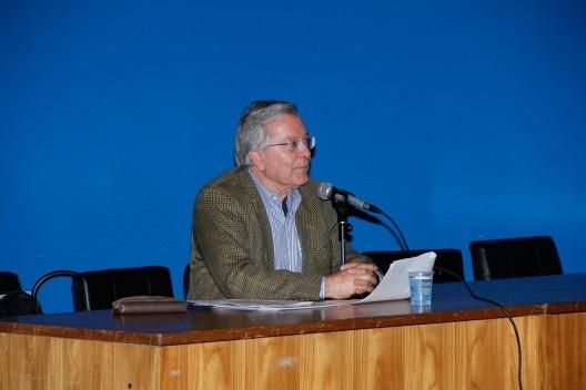 Paulo Bruna, como moderador da conferência de Fernando Diez, no Auditório Maria Montessori<br />Foto Michelle Schneider
