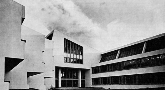 Edificio de Arquitectura y Diseño Industrial, entrada, Universidad Nacional en Bogotá, arquitecto Hernán Herrera Mendoza<br />Fotografía divulgación  [Revista Escala n. 211, 1970]