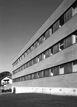Programa Especial de Realojamento/ Conjunto Habitacional do Outeiro, Maia, 1996-1999, Francisco Portugal e João Álvaro Rocha<br />Foto Luís Oliveira Santos