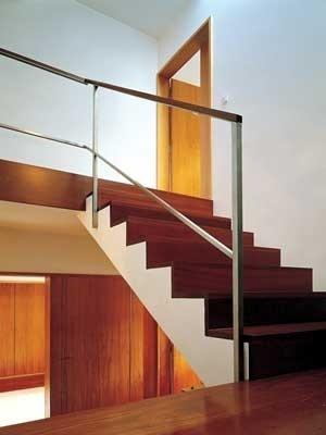 Casa Milhundos, 1996/2002. Vista da escada de acesso aos quartos<br />Foto Luís Oliveira Santos