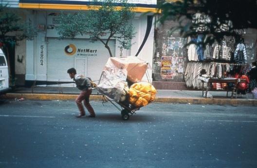 Francis Alÿs. Ambulantes, 1992<br />Francis Alÿs © Francis Alÿs
