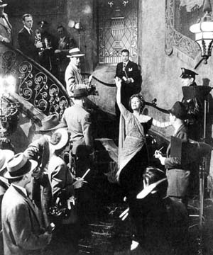 Cena de Sunset Boulevard, com Gloria Swanson e William Holden, filme de Billy Wilder, 1950. No filme, como na cidade, a trilogia de sucesso, decadência e morte