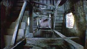 Cena de Um Corpo que cai / Vertigo, de Alfred Hitchcock, de 1954. Como em O hotel de um milhão de dólares, a trama gira em torno de um corpo (de fato, dois) que cai
