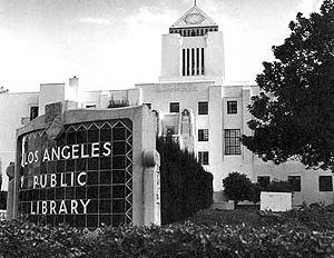 Biblioteca pública de Los Angeles.  Construção de 1926, em estilo Bizantino, egípcio, moderno e espanhol, foi restaurada depois do incêndio de 1986 [Website da University of California Santa Barbara]