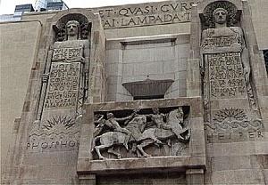 Biblioteca pública de Los Angeles. Fachada oeste.