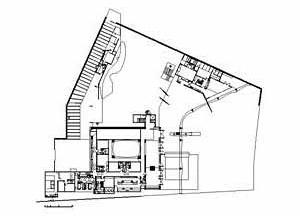 Planta do térreo da Residência Gustavo Halbreich, arquiteto Haron Cohen. A casa se volta para o mar, à direita na figura. Os jardins de Burle Marx fazem o isolamento<br />Desenho cedido pelo Arq. Haron Cohen