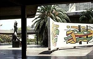 Plaza Cubierta, Ciudad Universitaria de Caracas, Carlos Raúl Villanueva. Bi-mural de Fernand Leger e Henri Laurens, 1952-1953