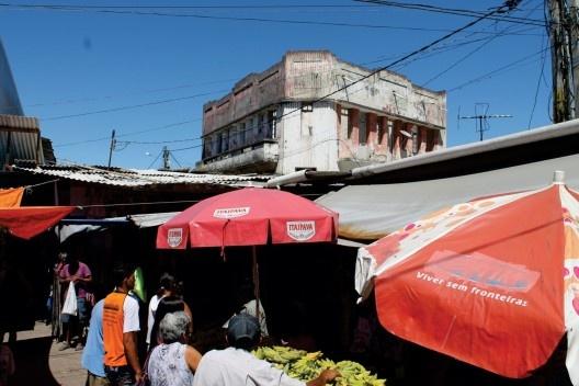Feira e edifício do Pau do Meio, 2013<br />Foto Pedro Carvalho