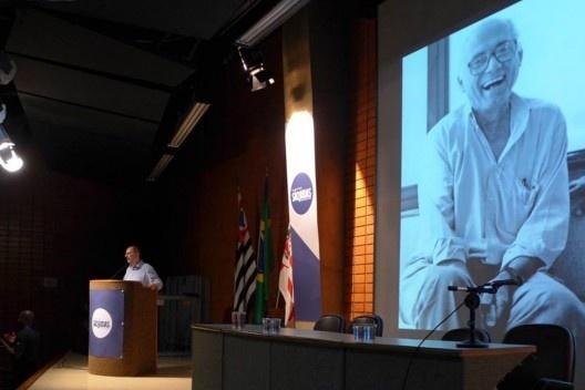 Abilio Guerra apresenta homenagem a João Filgueiras Lima, Lelé, Encontro Núcleo Docomomo-SP 2015<br />Foto André Marques