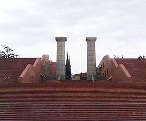 Escadarias e colunas de Hércules no Parque España [Soledad Ferrería]