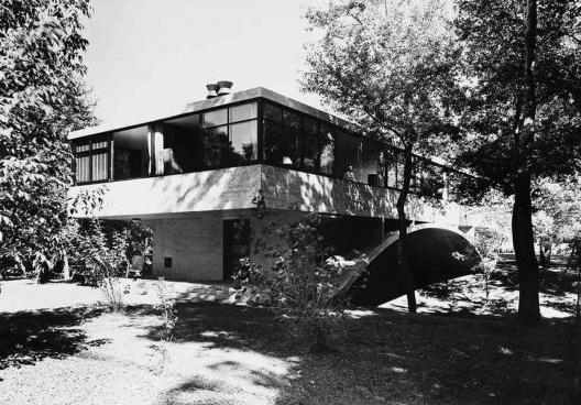 Casa ponte (Casa sobre o arroio), Mar del Plata, 1947. Arquiteto Amancio Williams<br />Foto Gertrude Stein