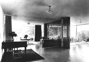 Vista interna [HAMMER-TUGENDHAT, Daniela; TEGETHOFF, Wolf. Ludwig Mies van der Rohe, The Tugendhat House.]