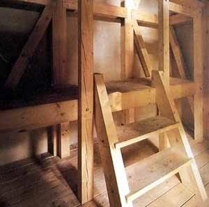 Detalhes interior da máscara A casa do Suicida [CROSBY, M. Domus, n. 737, 04/1992, p.1-3. Reprodução]