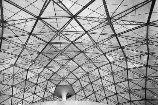 Conjunto Nacional em construção, São Paulo, anos 1950. Arquiteto David Libeskind<br />Foto José Moscardi  [BRASIL, Luciana. David Libeskind, Romano Guerra/Edusp]