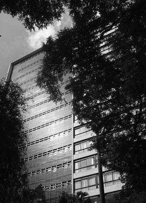 Edifício Renato da Fonseca, Arquiteto desconhecido, Rua Antonio Carlos.<br />Foto LEG