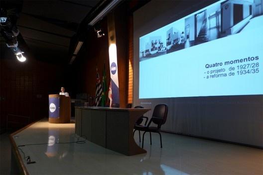 Apresentação de Audrey Migliani, Encontro Núcleo Docomomo-SP 2015<br />Foto André Marques