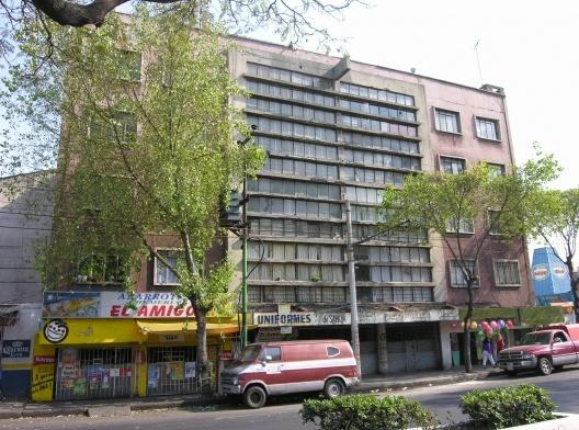 José Caridad Mateo: Edificios de vivienda y Cine La Villa, Ciudad de México, 1948. <br />Foto Juan Ignacio del Cueto