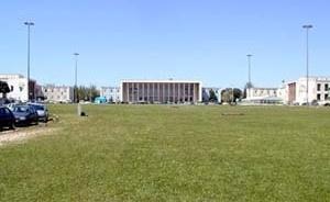 Alameda da Universidade com os edifícios da Reitoria e Faculdades de Direito e Letras<br />Foto Patrícia Santos Pedrosa – abril 2005
