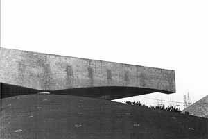 Viga, perfil do relevo e apoio1 [MONTANER, Josep M. Mendes da Rocha. Lisboa, Blau, 1996. p. 3]