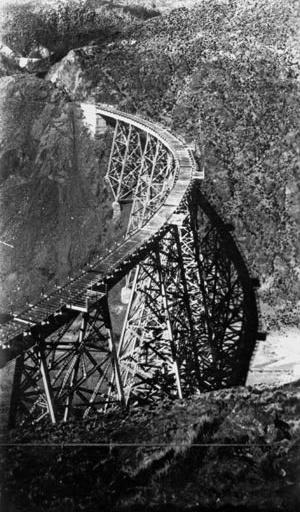 Viaduto ferroviário La Polvorilla no antigo Governo de Los Andes  [Arquivo CEDODAL]