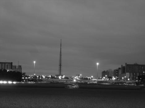Torre de TV e em primeiro plano a Plataforma Rodoviária<br />Foto Eduardo Pierrotti Rossetti